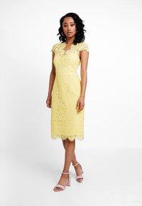 IVY & OAK - DRESS - Koktejlové šaty/ šaty na párty - sunshine yellow - 2