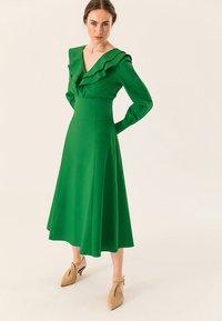 IVY & OAK - Robe longue - secret garden green - 1