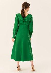 IVY & OAK - Robe longue - secret garden green - 2