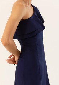 IVY & OAK - ONE SHOULDER VALANCE DRESS - Robe longue - navy blue - 4