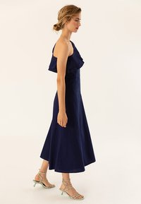 IVY & OAK - ONE SHOULDER VALANCE DRESS - Robe longue - navy blue - 5