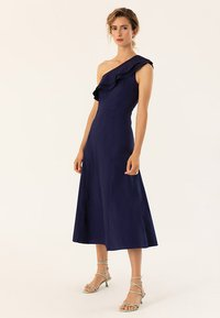 IVY & OAK - ONE SHOULDER VALANCE DRESS - Robe longue - navy blue - 1