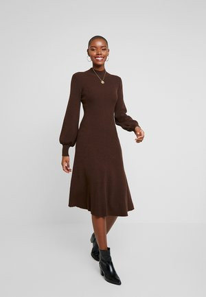LENGTH DRESS - Sukienka dzianinowa - dark chocolate