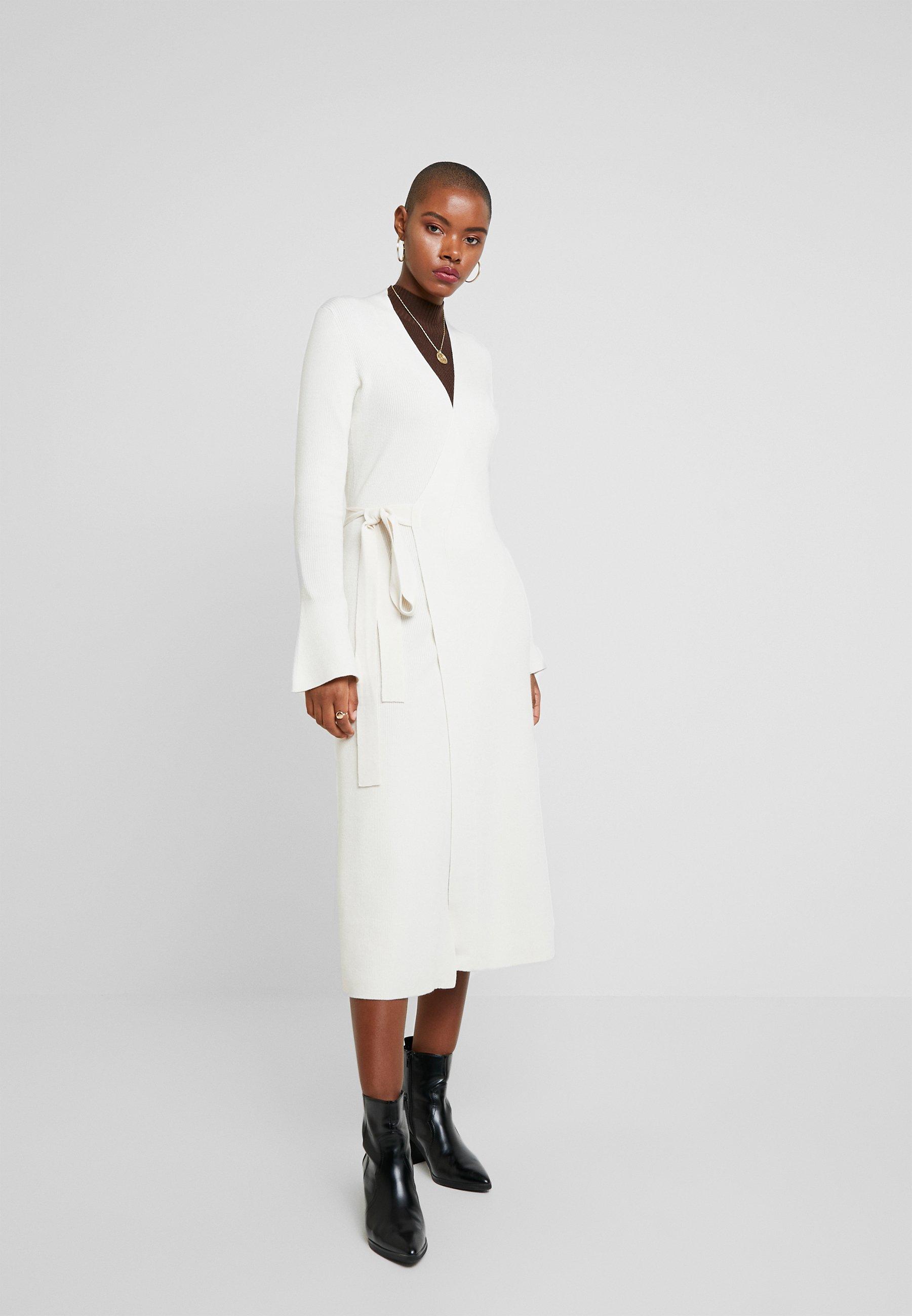 IVY & OAK MIDI WRAP DRESS - Vestido de punto light sand
