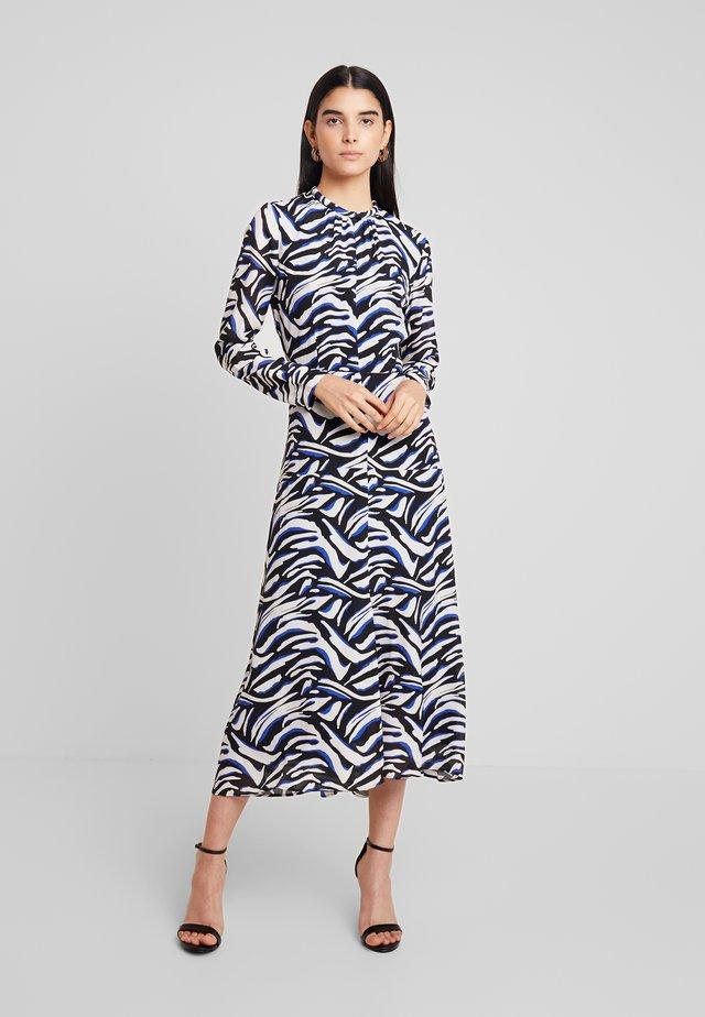 MIDI DRESS - Długa sukienka - blue iris