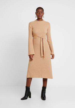 MIDI DRESS - Jumper dress - winter camel