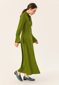 IVY & OAK - MIT BINDESCHLEIFE - Robe longue - irish green - 3