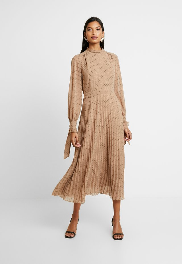PLEATED DRESS - Korte jurk - brown