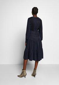 IVY & OAK - MIX DRESS MIDI - Korte jurk - navy blue - 2