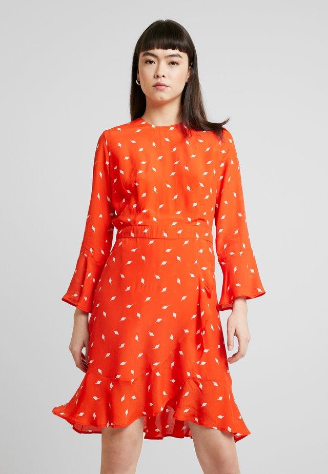 VOLANT - Kjole - mandarin red