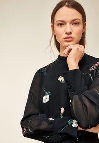 IVY & OAK - PRINTED DRESS - Vestito lungo - black - 3