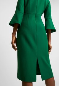 IVY & OAK - TRUMPET SLEEVE DRESS - Sukienka etui - eden green - 6