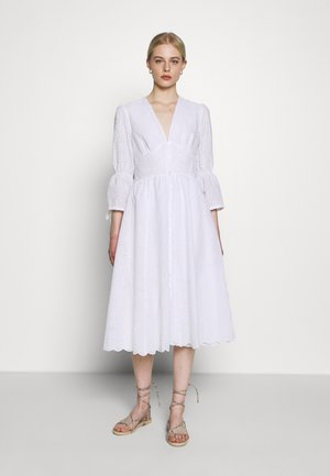 BROIDERY ANGLAISE DRESS - Vapaa-ajan mekko - bright white