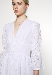 IVY & OAK - BROIDERY ANGLAISE DRESS - Kjole - bright white - 4