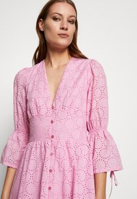 IVY & OAK - BROIDERY ANGLAISE DRESS - Korte jurk - blush - 3