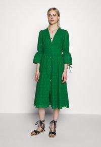 IVY & OAK - BROIDERY ANGLAISE DRESS - Day dress - secret garden green - 0