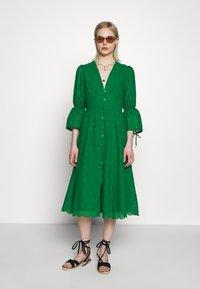 IVY & OAK - BROIDERY ANGLAISE DRESS - Day dress - secret garden green - 1