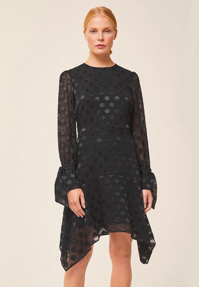 MIT PUNKTEN - Vapaa-ajan mekko - black
