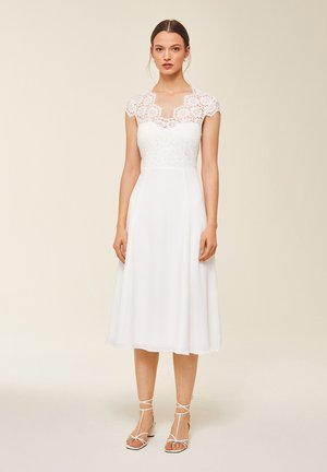 MIT SPITZE - Robe de cocktail - snow white