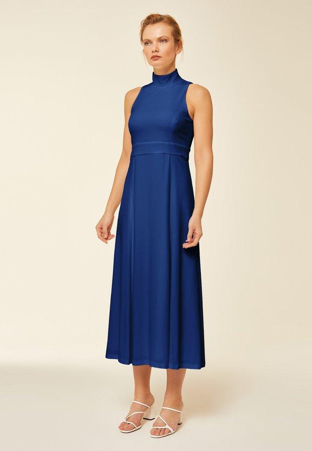 MIT STEHKRAGEN - Vestido informal - blue