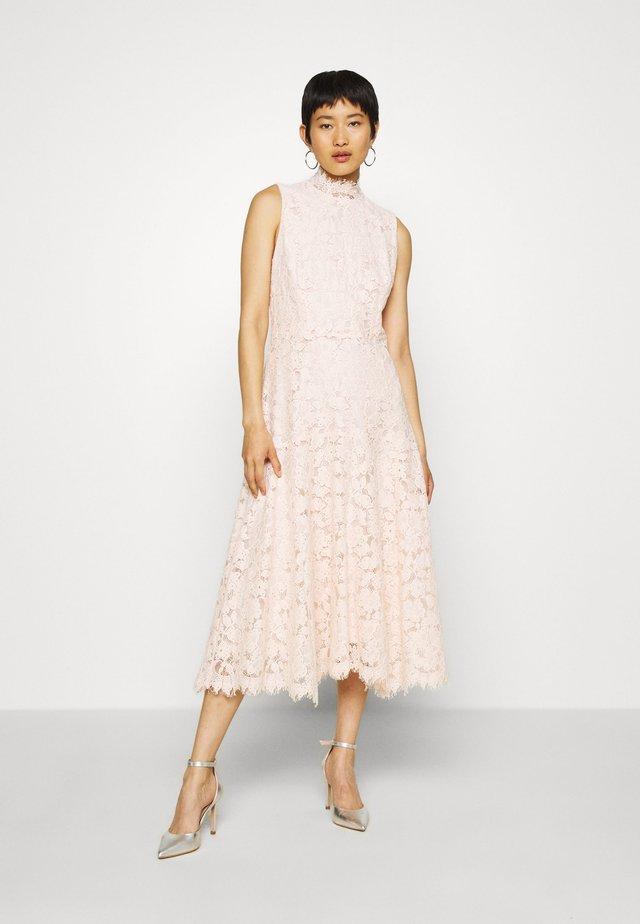 Sukienka koktajlowa - rose cloud