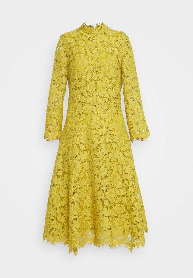 DRESS - Koktejlové šaty/ šaty na párty - mustard yellow