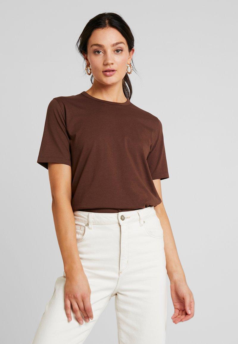 IVY & OAK - ROUND NECK - Camiseta básica - dark chocolate