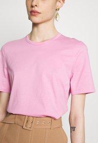 IVY & OAK - ROUND NECK - T-Shirt basic - blush - 4