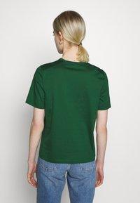 IVY & OAK - ROUND NECK - Jednoduché triko - eden green - 2