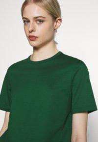 IVY & OAK - ROUND NECK - Jednoduché triko - eden green - 4
