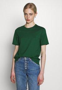 IVY & OAK - ROUND NECK - Jednoduché triko - eden green - 0