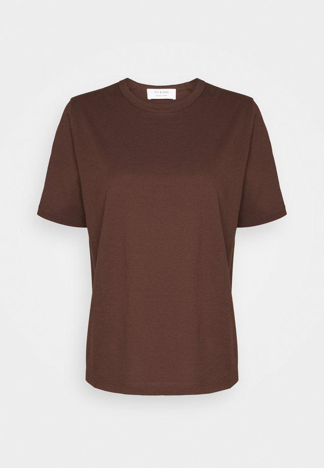 T-shirts - chestnut