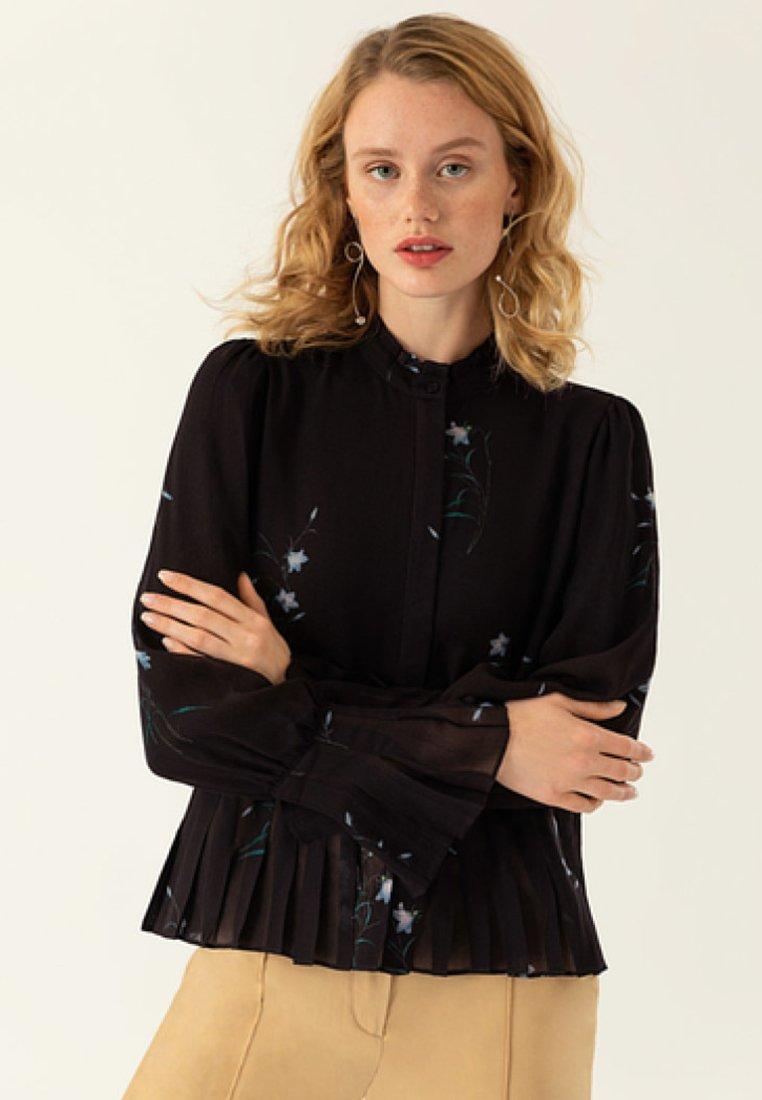 IVY & OAK - PLISSÉ BLOUSE - Bluse - black
