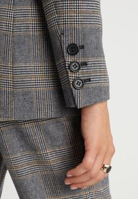 IVY & OAK - DOUBLE BREASTED CHECKED - Blazer - grey check - 5