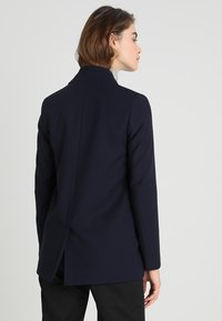IVY & OAK - SHAWL COLLAR - Cappotto corto - navy blue - 2