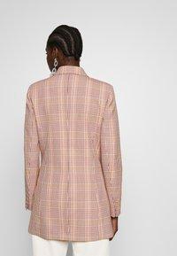 IVY & OAK - CHECK DOUBLEBREASTED - Short coat - blush - 2