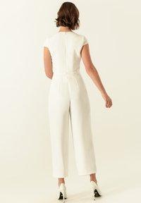 IVY & OAK - MIT WEITEM BEIN - Tuta jumpsuit - snow white - 2