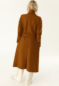 IVY & OAK - BATHROBE  - Classic coat - caramel - 2