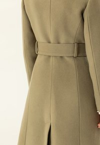 IVY & OAK - STATEMENT  - Abrigo - olive - 5