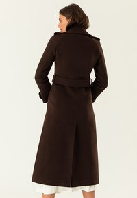 IVY & OAK - Trenchcoat - dark chocolate - 1