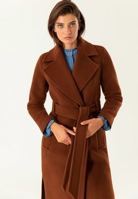 IVY & OAK - Trenchcoat - dark cognac - 4