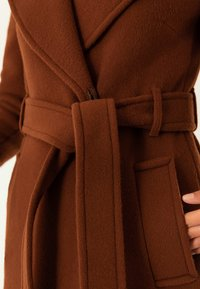 IVY & OAK - Trenchcoat - dark cognac - 5