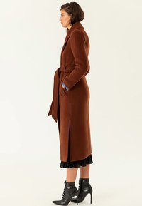 IVY & OAK - Trenchcoat - dark cognac - 3