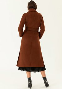 IVY & OAK - Trenchcoat - dark cognac - 2