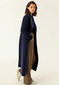 IVY & OAK - MAXI COAT - Płaszcz wełniany /Płaszcz klasyczny - navy blue - 1