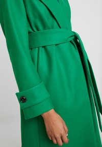 IVY & OAK - COSY  - Trenchcoat - secret garden green - 5