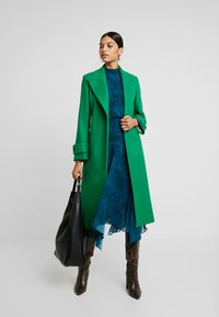 IVY & OAK - COSY  - Trenchcoat - secret garden green - 1