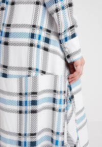 IVY & OAK Maternity - MATERNITY DRESS - Shirt dress - snow white - 6