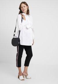 IVY & OAK Maternity - MATERNITY FLARED - Skjorta - bright white - 1