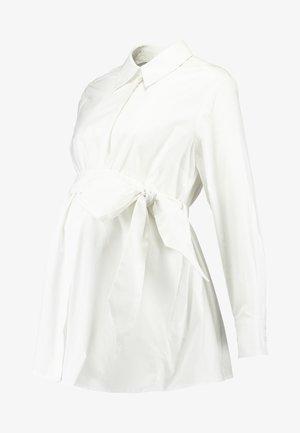 MATERNITY FLARED - Skjorta - bright white